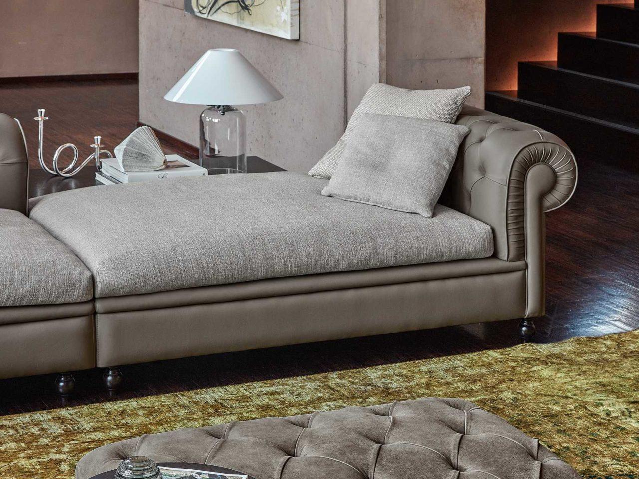 Particolare divano classico Hughton