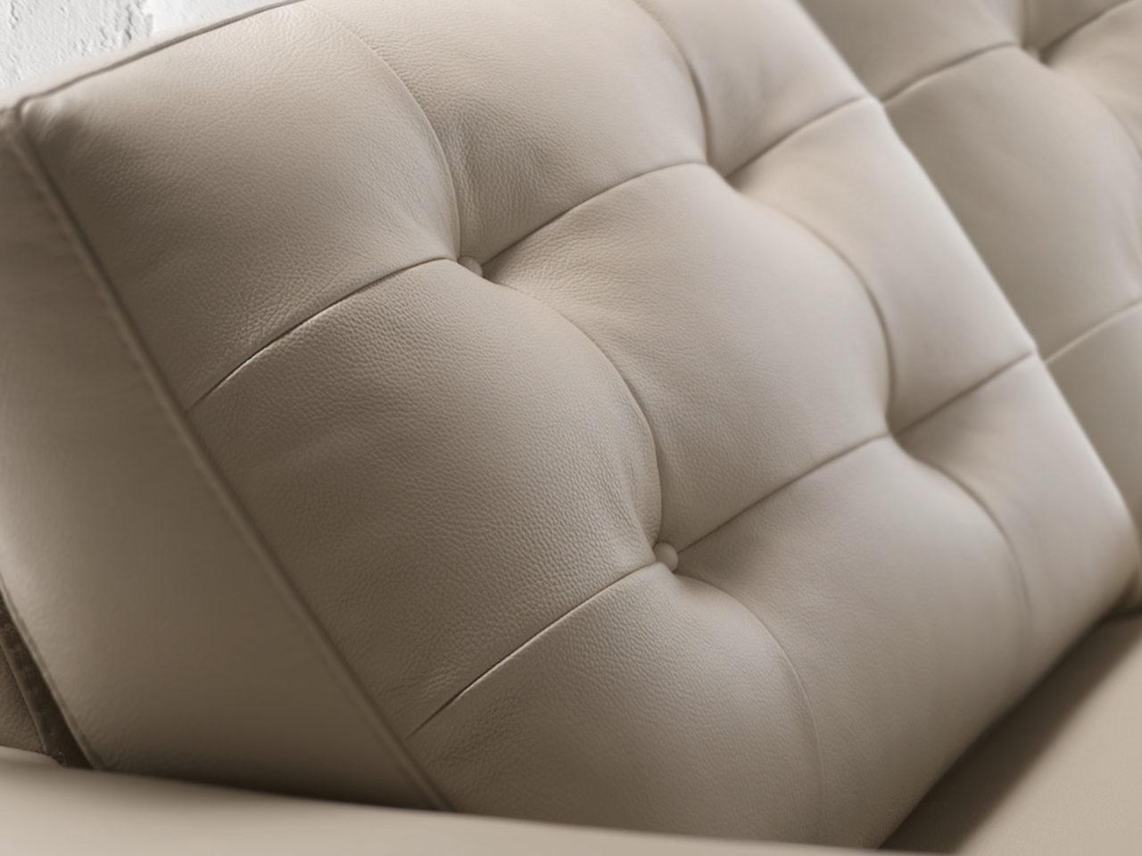 Particolare divano classico Plaza Loft